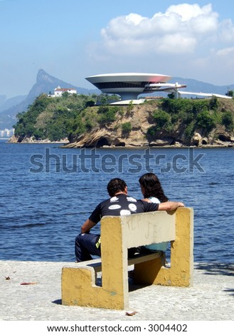 boyfriend and girlfriend in front of the Museum and Corcovado, in Rio de Janeiro