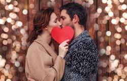boyfriend and girlfriend kisisng behind