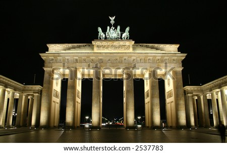 brandenburg tor illuminated at night