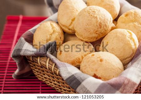 Brazilian cheese buns. Mesa de cafe da manha com pao de queijo Foto stock ©