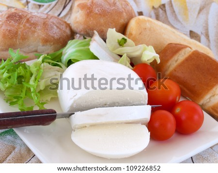 bread and neapolitan cheese
