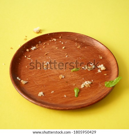 breadcrumbs on empty plate on yellow background, flat lay ストックフォト ©