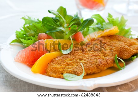 Breaded turkey escalope with citrus salad