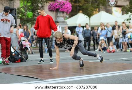 Break dance - Khreshchatyk, Kiev, Ukraine - July 17, 2017 #687287080