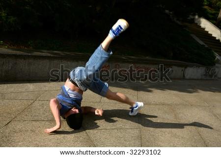 Break dancer - head stay