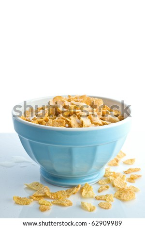 breakfast. a cup of cornflakes with milk