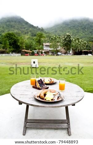 Breakfast in the hill