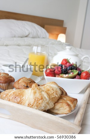 10.  Fatmagül'un sucu ne ? ~ General Discussions - Comentarii Stock-photo-breakfast-tray-set-up-on-a-bed-with-healthy-foods-and-drink-56930386