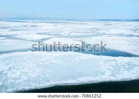 breaking spring ice floe