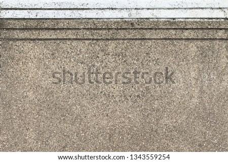 Breakstone surface with white line
