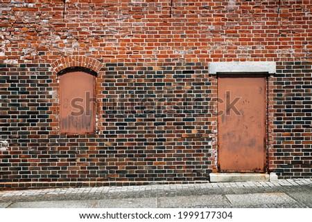 Brick wall and door, Ozu Redbrick Hall Akarenga-kan in Ehime, Shikoku, Japan Stockfoto ©