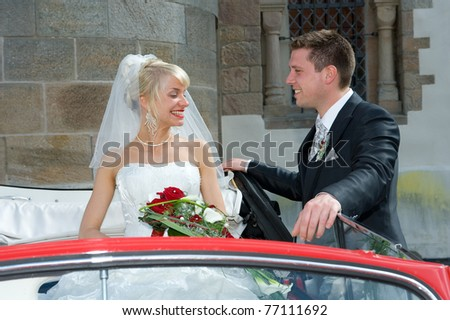bridal couple in a car