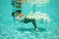 bridal couple underwater