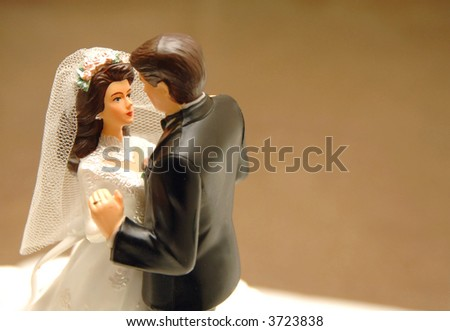 bride and groom dancing, wedding cake topper