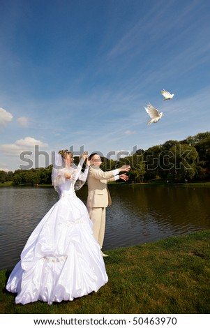 bride and groom release wedding doves for luck