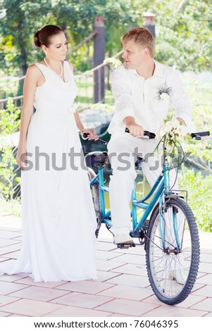 Bride and groom with a bicycle outdoor