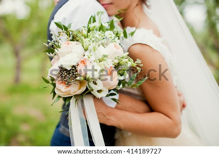 bride and groom with  bouquet of roses, berries and eustoma #414189727