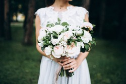 Bride face off with weddingflowers