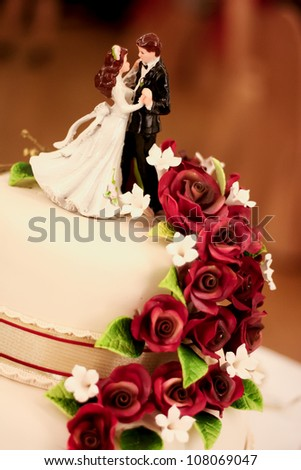 Bride & groom figures on a wedding cake.