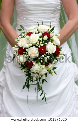 bride holding a bouquet of flowers on her wedding day