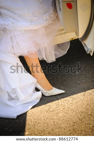 Bride is getting out of the car