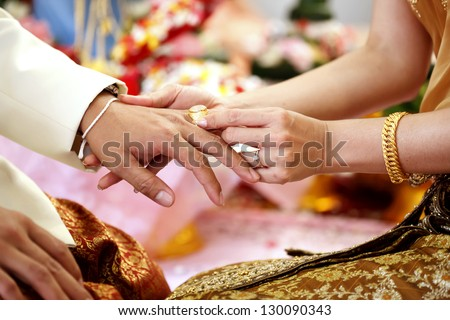 Bride wearing the ring to groom hand in Wedding ceremoney