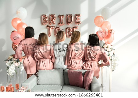 Bride with girlfriends in silk robes at a bachelorette party. Foto stock ©