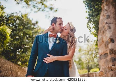 Brides's sweet kisses