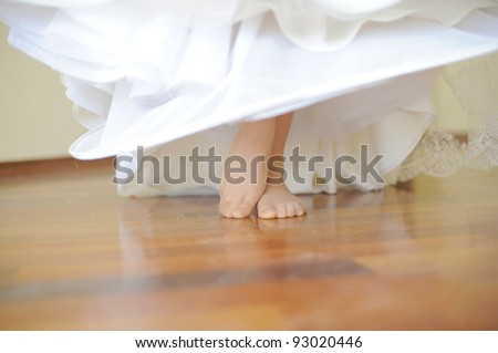 Bridesmaid helps to wear a ring