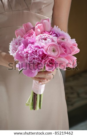 Bridesmaid with pink wedding flowers