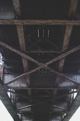 Bridge metal constructions from the bottom. I. Vertical view.