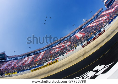 BRISTOL, TN - MAR 25:  The start of the Food City 500 NASCAR Nextel Cup race at the Bristol Motor Speedway in Bristol, TN on Mar 25, 2007