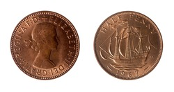 British coin that has on the obverse the bust to the right of Queen Elizabeth II and on the reverse, the traditional Golden Hind galleon.