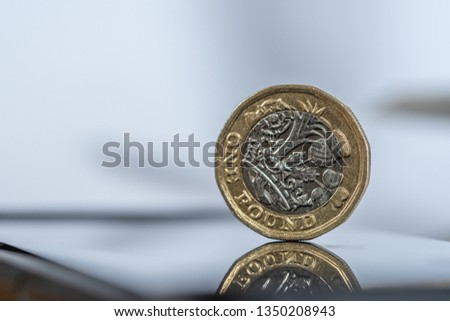British Sterling one pound coin #1350208943