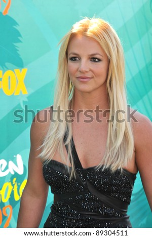 Britney Spears at the 2009 Teen Choice Awards at the Gibson Amphitheatre, Universal City. August 9, 2009  Los Angeles, CA Picture: Paul Smith / Featureflash