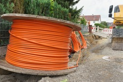 Broadband cable and construction site