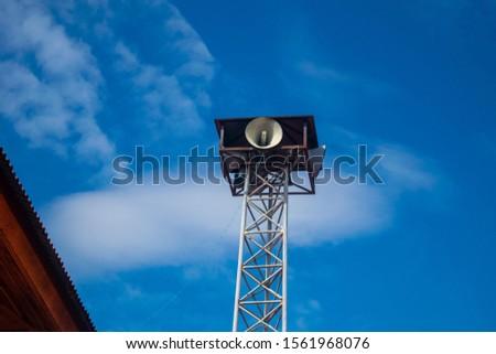 Broadcast pole, Community Broadcasting background