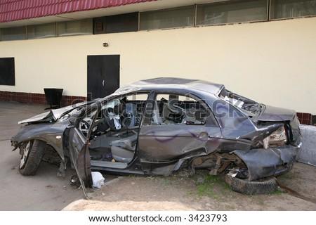 http://image.shutterstock.com/display_pic_with_logo/4225/4225,1180678749,2/stock-photo-broken-car-3423793.jpg
