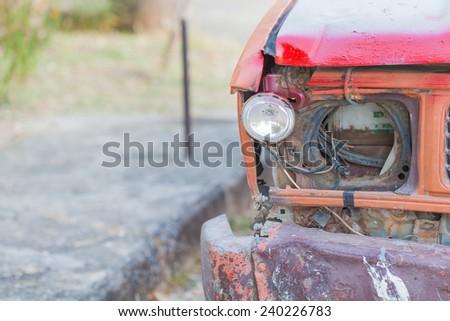 broken head light rusty truck