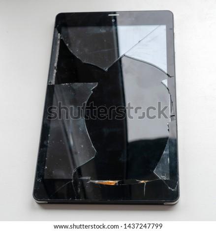 Broken touchscreen on a tablet computer #1437247799
