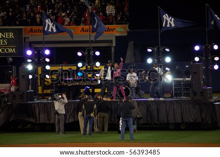 """BRONX, NY - OCTOBER 29: Jay-Z and Alicia Keys perform """"Empire State of Mind"""" before game 2 of the World Series on October 29, 2009 at Yankee Stadium in the Bronx, NY"""