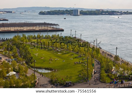Brooklyn Bridge Park, Governor's Island in the background