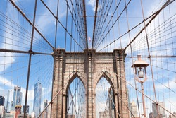 Brooklyn bridge with de American flag on the top