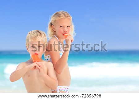 Brother and sister eating an ice cream