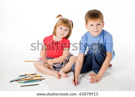 brother and the sister draw color pencils
