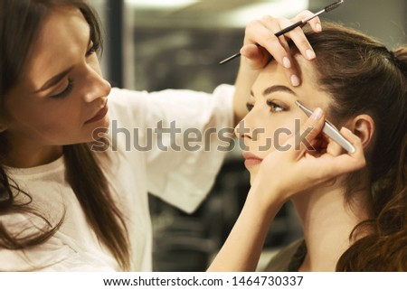 Brow Artist Styling And Plucking Woman's Brows In Beauty Salon. Selective Focus, Empty Space Zdjęcia stock ©