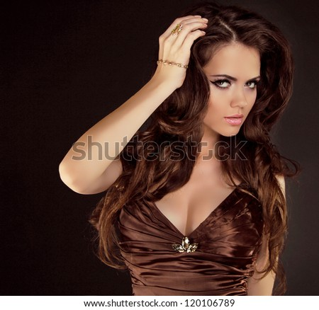 Brown Hair. Beautiful Woman with Healthy Long Curly Hair