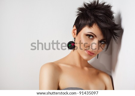 Brown Hair. Beautiful Woman with Healthy Short Hair.