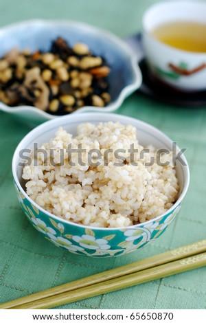 Brown rice and seaweed