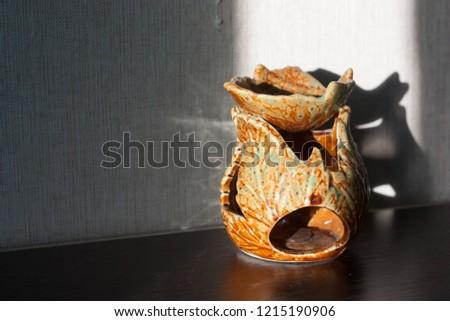 brown shiny vase #1215190906